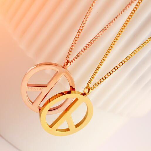 Koreanische 18 Karat Rosévergoldete Paar Halsketten