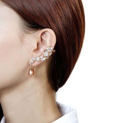 Exquisite Kristallblume Und Schmetterling Mit Kristallquasten Damenohrmanschette