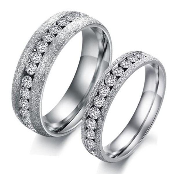 Neueste Einreihige Kristall-Titan-Stahl-Liebhaberringe (Preis Für Ein Paar)